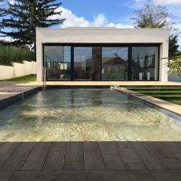 Lifting floor - An ingenious and orginal protection which offers various possibilites. It transforms itself into a patio when the floor is ascended.  This solution is also available with a mciro-pool entirely equipped in the factory, is settled very quickly outside or inside.