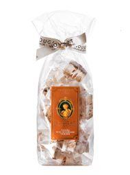 Nougat aux amandes, caramel d'Isigny et Sel de Guérandes - Combinaison merveilleuse entre le nougat et le caramel d'Isigny. Une confiserie gourmande et très appréciées de tous nos clients.