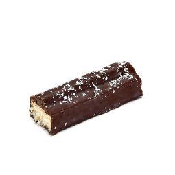 Be-Coco - Barre chocolatée noix de coco, mangue et passion « Be-Coco » : inspirée de la barre chocolat noix de coco qui a marqué les générations, nous avons créé une recette 100% artisanale avec de la mangue et du fruit de la passion… Super gourmande à la coco fondante et réalisée avec de bons ingrédients, attention cette barre chocolatée artisanale est addictive ! Pour réaliser cette barre coco artisanale, Thierry Court utilise de la noix de coco râpée de première qualité. Également de la purée de mangue mûre, du jus de fruit de la passion, du lait concentré sucré et le chocolat noir éco-responsable Cocoa Valley. Avec la mangue et la passion, il réalise une pâte de fruit. Ensuite, il la dépose sur la barre de noix de coco, avant de l'enrober de chocolat.