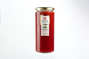 TOMATO SAUCE AND BASIL - Ready made tomato sauce with basil