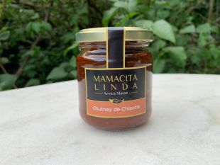 Ginger and Chipotle chili Chutney - If chipotle pepper is full of virtues, antioxidant, antibacterial, source of vitamin C, E, A ... it is also a source of joy thanks to its endorphins liberator! So imagine it, mixed with ginger… This wonderful spice which is an anti-inflammatory whose antibacterial and antiviral properties are well established! In addition to being a tonic and fortifier for the body ... This chutney is spicy. It is tasty and the different spices such as cinnamon, cloves or even oregano come, in a perfect marriage, to spice up your cold meats, your grilled meats, just like your cooked vegetables, your fish or your quesadillas! Notice to amateurs ... It's addictive !!