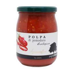 """Tomato pulp - Posta Faugno: Musical organic farming - An artisanal organic tomato pulp, made from native long-fruit tomatoes characterised by a firm, well-structured pulp.  Its authentic taste and texture make it unique. It is ideal for sauces, soups, main courses and perfect for bruschettas and pizzas.  Posta Faugno tomato sauces do not contain an ounce of acidity thanks to the quality of the ARMONICOLTURA® cultivation process. The tomatoes are harvested by hand from the Posta Faugno grounds in San Paolo di Civitate in Gargano, to select only the best.  ARMONICOLTURA® is bio-musical agriculture: an agriculture oriented towards permaculture and the """"mixed"""" farm. The sending of waves through the diffusion of music in the crops offers a renewal in the ecosystems. They have an effect on the natural protection of fruit and vegetables, which is enhanced by their influence on humidity and growth, and they help to scare off pests.   Available in 580 ml only."""