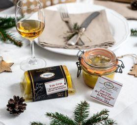 Foie gras de canard entier du Périgord stérilisé ou mi-cuit - Notre foie gras de canard entier du Périgord et issu de meilleurs lobbes de foie gras fournis par notre sélection d'éleveurs du Périgord. Elevage en plein air, gavage d'une durée minimale, nourris exclusivement au maïs. Fabrication traditionnelle sans colorant ni conservateur.