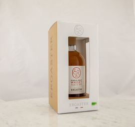 WHISKY SINGLE MALT ORGANIC 001 - An elegant and delicate whisky with floral and fruity notes supported by a balanced oakiness. Its fruity and woody finish leaves you on a very fine silky chocolate.