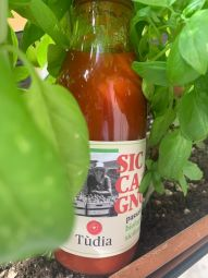 ORGANIC SICCAGNO TOMATO SAUCE - ORGANIC SAUCE OF SICCAGNO TOMATO. ONLY TOMATO SAUCE AND SALT - ORGANIC, DENSE AND TASTY IT'S ESSENTIAL IN THE KITCHEN