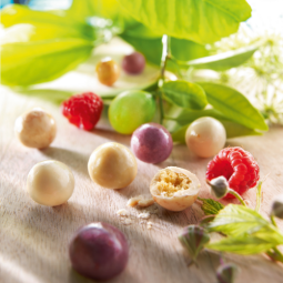 Fruity' Kara - Delicious little treats with the natural taste of passion fruit, lime and raspberry. A crispy and crunchy gluten-free cereal centre, covered in smooth white chocolate and natural fruit powder.
