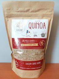 Quinoa blanc du Berry - cuisson 6 minutes - Nous cultivons une variété de quinoa unique au Monde ! Son temps de cuisson est de 6 minutes seulement (sans précuisson) contre 12 à 17 minutes pour les autres références du marché. Après cuisson, la taille et la couleur des grains sont similaires à du quinoa d'import. La texture et le goût sont inégalables...Produit 100% français, issu d'une agriculture raisonnée et responsable, certifié Haute Valeur Environnementale, garantie sans résidus de pesticides et tracé du champ à l'assiette. A découvrir d'urgence !