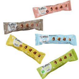 Truffles Bar - Avec ce nouveau format, entrez dans l'univers de la pause gourmande et du snacking.   5 délicieuses barres cacaotées, à toujours emporter avec soi.   Faciles à transporter, elles vous accompagnent tout au long de votre journée et sont parfaites pour votre moment de pause détente, à l'heure du goûter ou tout simplement lors d'un petit creux.  DU JAMAIS VU !  Découvrez la famille des « Truffles Bar », déclinée au goût de chacun. Retrouvez dès à présent quatre nouvelles recettes : biologique, sans gluten, sans huile de palme et vegan.  Avec ces nouveaux produits, Chocolat Mathez s'étend vers un nouveau marché, celui du snacking « healthy ». Inédit, pratique et ludique sont les maîtres-mots de ces nouvelles présentations nomades.