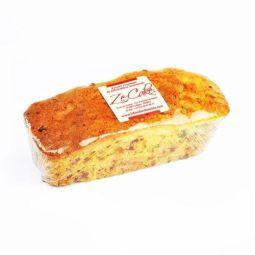 ZE CAKE ® 450G - Ze Cake® est un Cake traditionnel aux fruits pur beurre, très riche en fruits confits, bigarreaux, zestes d'orange... Un de nos secrets, nous faisons macérer les raisins blonds « sultan » dans le vieux rhum, ce qui diffuse cet arôme si particulier et apprécié mettant en valeur la richesse de nos ingrédients. Disponible en 450g à découper en tranches, il se conservera tout comme le Fondant au minimum 3 à 4 semaines
