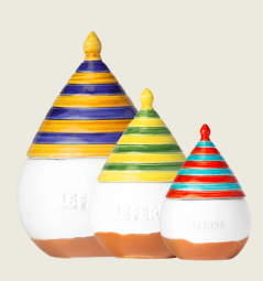 TRUTTULA' - Truttulà is an handmade ceramic jar of Extra Vergin Olive Oil, an original product created exclusively by LE FERRE. The food is like a colourful game: you can combine flavours with imagination and joy. Like a joyous spinning top. Inside jar there is an harmonious blend with medium fruity, scent of almond; light and well balanced bitter notes; pleasant spicy. 100% Italian Extra Virgin Olive oil. Truttulà brings to the table harmony of flavours to season or finish each course with simplicity and good taste. It can also be an excellent gift idea, eclosed in a colorful carton box. It is available in size 0,10L and in three different colors.