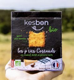 Les p'tits costauds BIO au Cantal et poivre - Small shortbread made from local ingredients and French channels including small spelled flour, shell eggs and beet sugar:   Recipe developed by a baker, the best worker in France, Christian Vabret Cantalien pure strain.