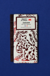 The Jaguar, Dark chocolate 70%, Ecuador origin - Madagascar, Santo Domingo, Peru ... These Pure Origin chocolate bars take your senses all around the world. Each recipe reveals unique notes and powerful aromas that reflect the terroir from which the beans come from. Made in «Bean-to-Bar» near Montélimar, exclusively from organic ingredients.
