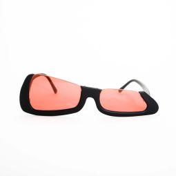 TRIGGER[Resonance 2021] - Cet article succède à la conception METRONOME. Ces lunettes de soleil sont conçues de manière unique avec une silhouette carrée coupée à partir de la droite en diagonale. Cet article a une taille différente de forme ronde sur le côté droit ou gauche. Cela a un mécanisme nyroll sur sa face supérieure.  Nous avons adopté des verres de lunettes de soleil pour la monture.  Couleur: C1 : Noir x Rouge C2 : Rouge x Gris C3 : Blanc x Bleu  Taille : R56 L50-18-145 Matériel: acétate FABRIQUÉ EN CHINE