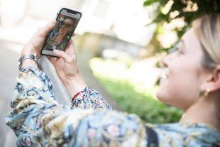 Essayage Virtuel Fittingbox: Standard pour la Publicité - Communiquez sur vos collections de manière immersive et créative avec l'essayage virtuel et fidélisez vos clients.  Notre essayage virtuel destiné à la publicité permet aux prospects d'essayer virtuellement une sélection de vos paires de lunettes pour les inviter à visiter votre magasin ou votre site web.   Créez votre propre campagne promotionnelle et choisissez le meilleur moyen d'atteindre votre public : SMS, Email, Bannière et QR Code.
