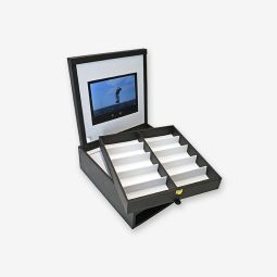 Multimedia Presentation Box - Description: This presentation box is equipped with a multimedia playback device with HD screen where it is possible to charge inside pictures and movies of the own brand or product. The USB cable for datas transfer and battery charge is placed in a dedicated location. Our presentation boxes are tailor-made based on the project and the covering material depends on the desired quantity.  Optional: Logo on MOQ,