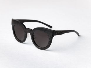 Wooden sunglasses Terra - Frame in which the rudeness of oversize is balanced by the delicacy of the carved texture. Created by hand using a jewelry cutter.