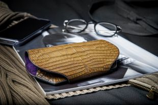 Emmanuelle Kirsch - EXCEPTIONAL EYEWEAR CASES  The French designer Emmanuelle Kirsch offers an exclusive and sophisticated range of luxurious cases made in exotic leathers to protect the most beautiful glasses in the world.   Each case is made to order in France, a traditional place for handmade craftsmanship, a guarantee of high standards and perfection. Alligator, Shagreen, Iguana, Python... Our leathers come from the most prestigious leather farms in the world, and strictly respect the CITES standard, according to the Convention of Washington on International Trade in Endangered Species of Wild Fauna and Flora. The skins used are transformed in the best tanneries that meet the finest requirements of the high leather goods industry.  On the occasion of SILMO 2021, Emmanuelle Kirsch will have the pleasure to introduce, in collaboration with the French high-end eyewear brand AirArt, luxury cases designed from innovative plant materials.  These cases are a real opportunity for opticians to offer a highly emotional and differentiating customer experience that may generate additional sales