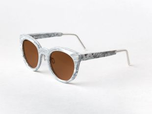 Recycled plastic sunglasses Zima midori white HDPE/brown - A lightweight version of sleek oversized designs. This frame is made of 21st century marble - recycled plastic.