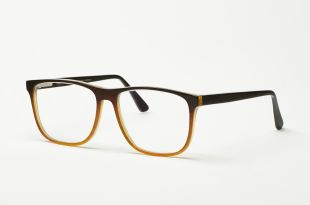 Unique natural horn eyeglasses - Natural horn spectacles are incredibly lightweight and ensure that the horn adapts to human body temperature, ensuring a high level of wearing comfort.  Each frame is unique due to its grains and structures. They are also individually adjustable and a good alternative for people with skin allergies.