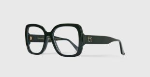EK 8020-135 - Emmanuelle Khanh imagines a collection of glasses that combines style and comfort. Staring the iconic square of the House, the frame is light and comfortable to wear while ensuring a strong and fashionable look. Designed and manufactured in France with respect for the authentic eyewear know-how.