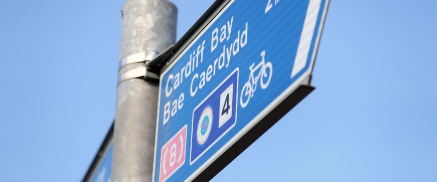 alt-Neville Street Abergavenny, cyclist and walkers
