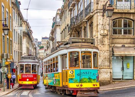 seguro viagem portugal - bondinhos nas ruas de lisboa