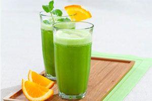 Tome um delicioso suco de couve com laranja em gengibre