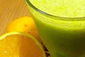 Delícia de suco de couve com laranja