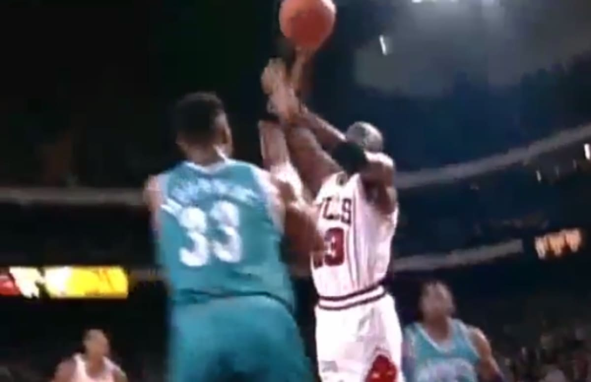 Kendall Gill Talks About The Time Michael Jordan Dunked On Alonzo Mourning To Get Him Stop Talking Trash