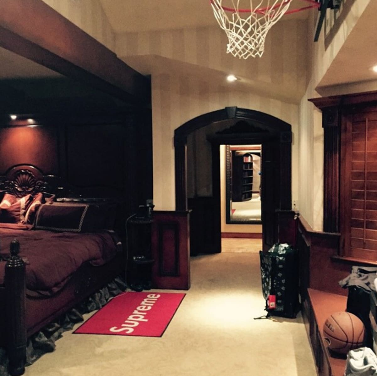 Drakeu0027s Bedroom Is Decorated With A Supreme Rug And A Basketball Hoop |  Complex