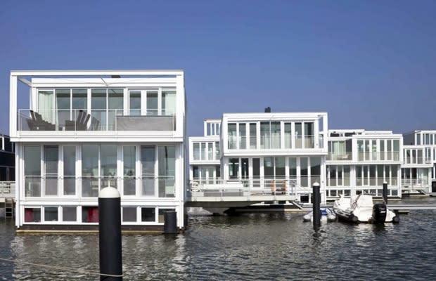 Iceberg Houseboat - 25 Awesome Houseboats | Complex