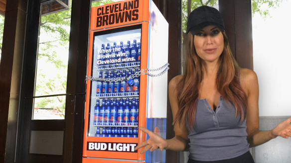 "Bud Light Places ""Victory Fridges"" in Cleveland Bars for Browns' First Win"