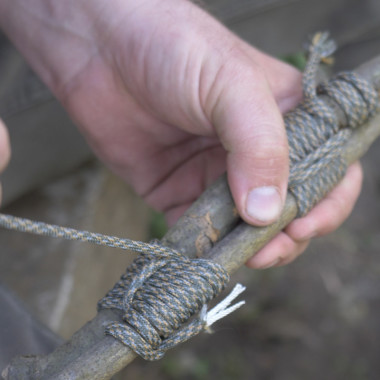 How to Bind Two Sticks Together Using a Round Lashing