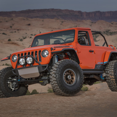 The Jeep Sandstorm has one thing in mind: BLITZKRIEG ON THE SAND DUNES
