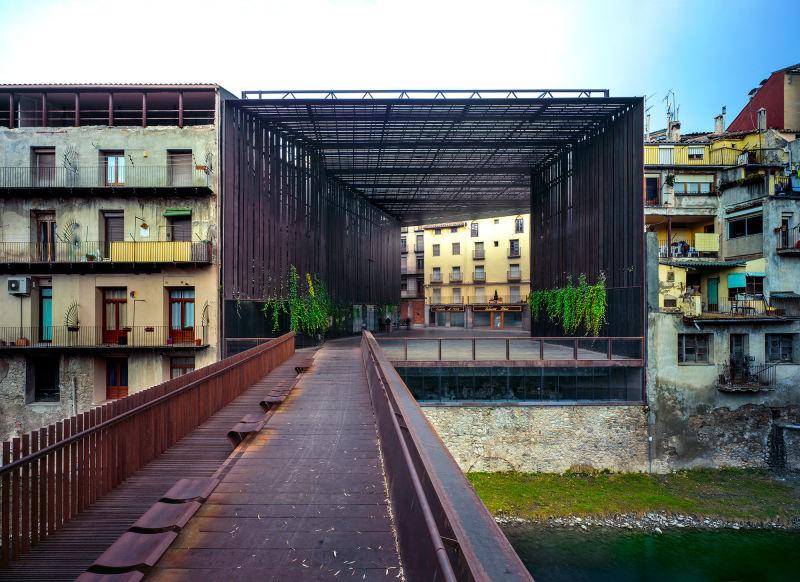 La Lira Theater
