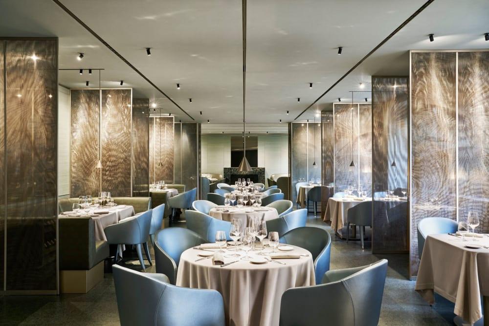 In Mailand feiert Giorgio Armani die Wiedereröffnung seines Cafés