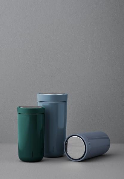 """Mit langer Erfahrung im Design von Küchen-Accessoires bietet Stelton mit dem """"iCon"""" einen stilsicheren Thermo-Becher an. Via stelton.com. Ab 30 Euro."""