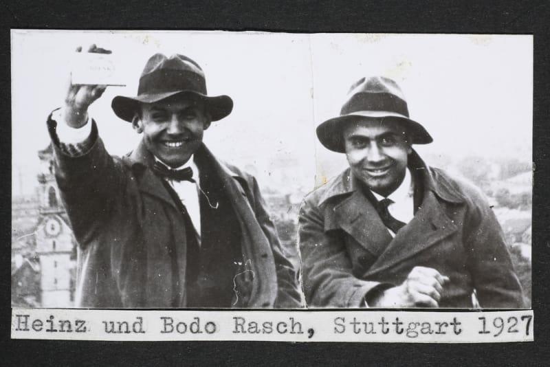 Heinz und Bodo Rasch, Stuttgart, 1927. Montage eines Fotos: Heinz (li.) und Bodo Rasch (re.) mit Dr. Köstel auf dem Tagblatt-Turmhaus
