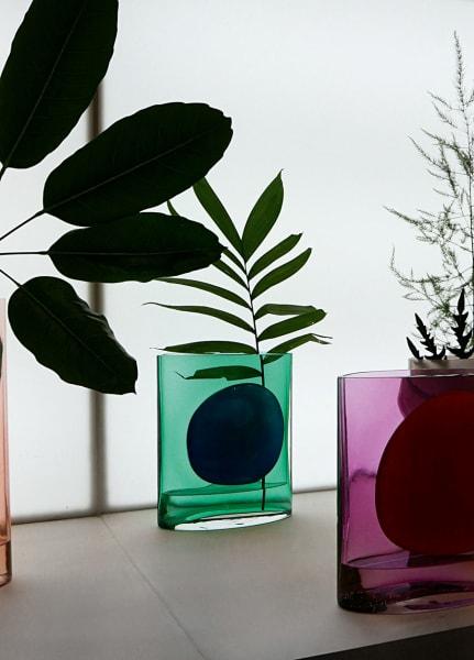 """Hommage an die Farben Mexikos: Vasen """"Isla"""" von der Schweizer Designerin Julie Richoz in Kollaboration mit Nouvel Studio, ab je 1.880 Euro."""