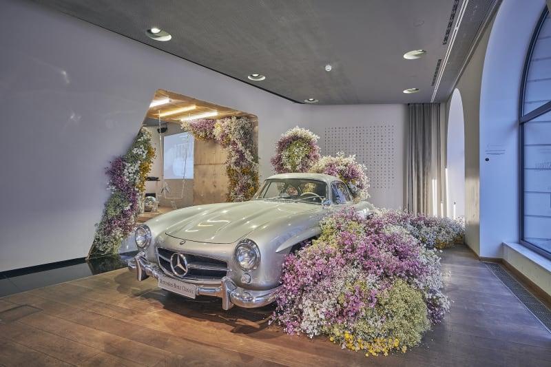 Mercedes-Benz Ruby Barber Studio Mary Lennox Bumeninstallation
