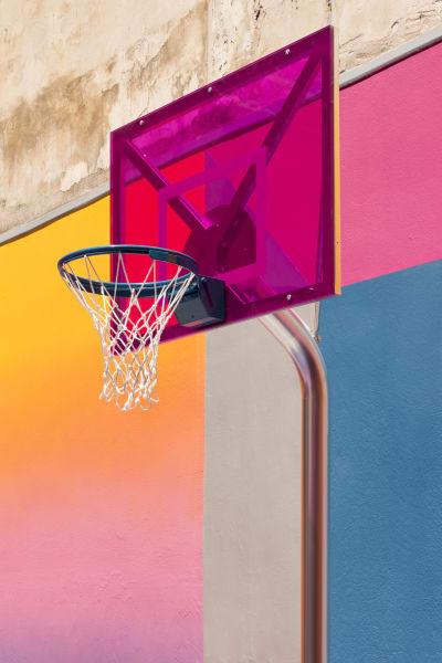 Knallige Farben inspiriert vom Basketball der 90s.