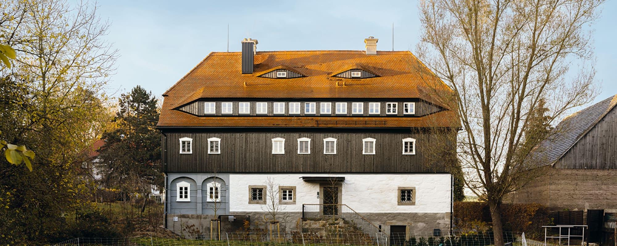 Außenansicht vom renovierten Faktorenhaus