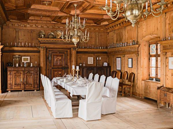 Ein Schloss für alle – die Führungen durch die Ausstellung werden rege        gebucht, und der Festsaal lässt sich sogar für private Feiern mieten.