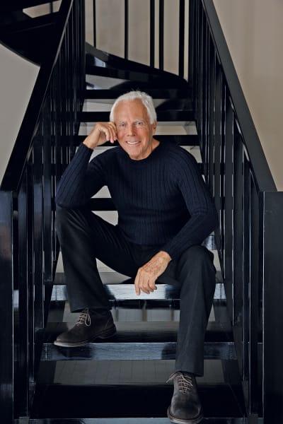 Die aktuelle Kollektion, die zum Salone del Mobile hätte vorgestellt werden sollen, transportiert jene klare Ästhetik, für die Giorgio Armani seit 20 Jahren steht: luxuriöse Materialien, strenge Geometrie, Modernismus und ein Hauch Exotik.