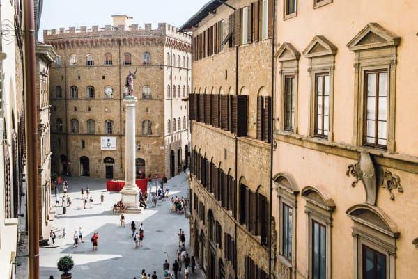 """Florentinische Dreifaltigkeit: Auch die Stadtgötter Gucci, Pucci und Ferragamo sind an der Via de' Tornabuoni vertreten, wo sich das Hotel """"Milu"""" befindet."""