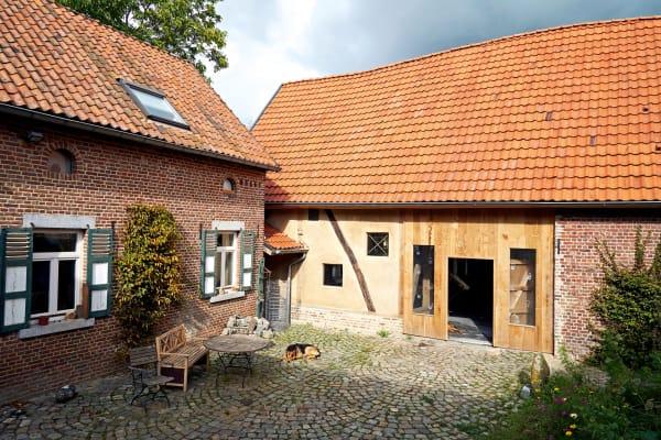Die Scheune gehört zu einem klassischen Vierseithof, dessen älteste Teile auf das 14. oder 15. Jahrhundert zurückgehen.