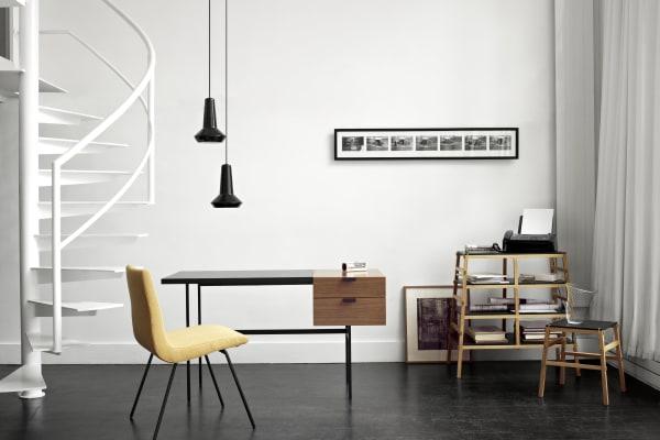 """Schreibtisch """"Tanis"""" produzierte Paulin (mit anderem Produktnamen) in den fünfziger Jahren für Thonet. 2008 aktualisierte Lignet Roset den Entwurf."""