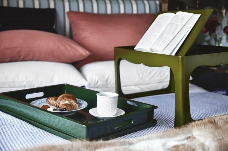 """Für Profis: """"Breakfast Tray Table"""" von The Lacquer Company"""