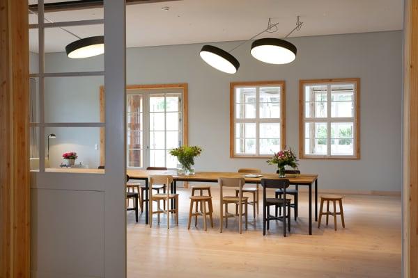 Auch die hellen Gemeinschaftsräume im Erdgeschoss sind durch ein optimales Lichtkonzept sehr einladend ausgefallen.