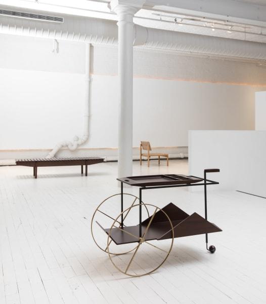 Wunderbares Tag-und-Nacht-Möbel: Der Trolley mit seinen kühnen Formen, in den Fifties erdacht von Jorge Zalszupin, ist wie viele seiner Entwürfe dank des DesignstudiosEspasso(Gründer Carlos Junqueira stammt aus Sao Paulo) wieder erhältlich.